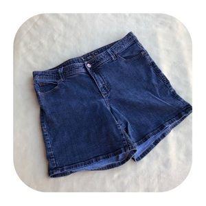 6/$15 American Rag size 14W Jean shorts